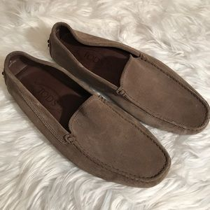 Tod's Sz 7 Taupe Suede Driving Shoes